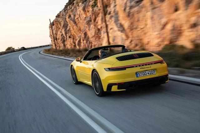 来自2020款保时捷Carrera S敞篷版的那抹黄